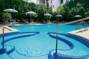 Cara Merawat Kolam Renang Hotel yang Mudah dan Tepat